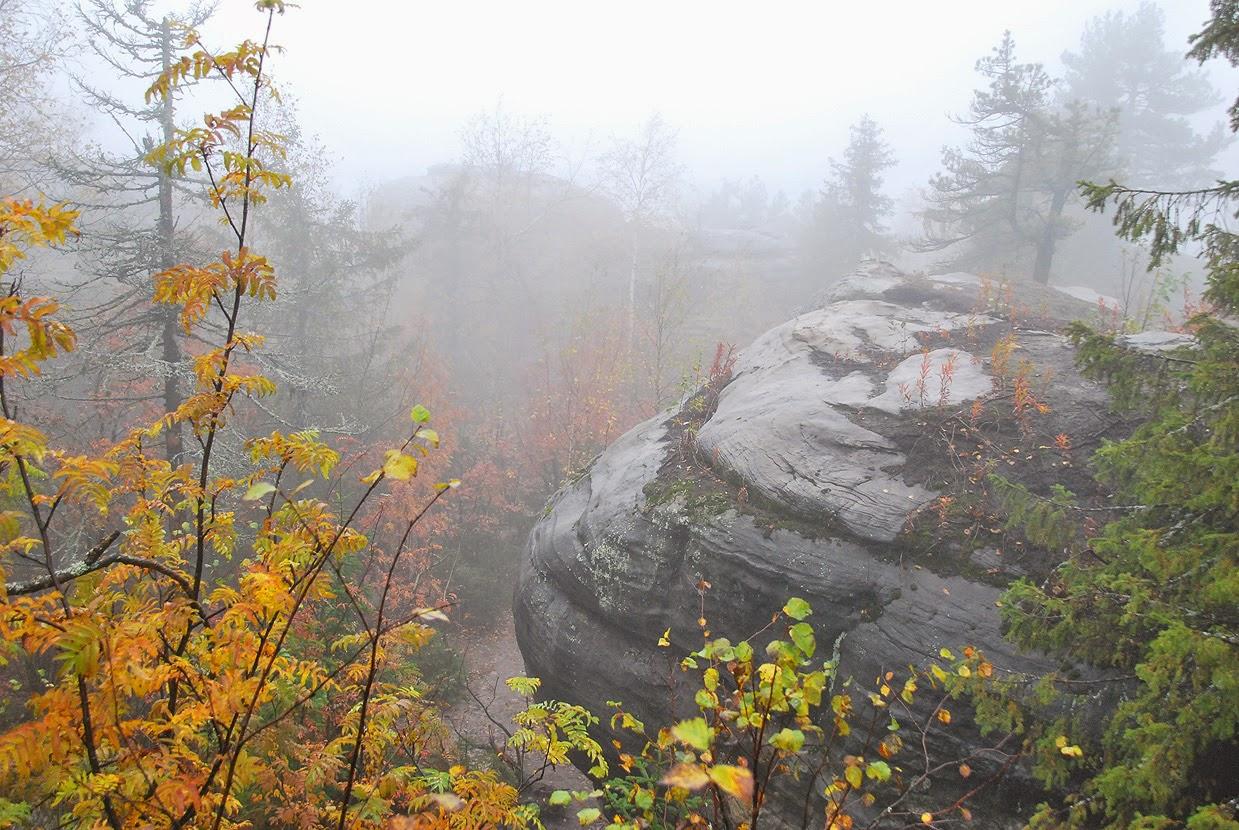 Чертово городище осенью в тумане
