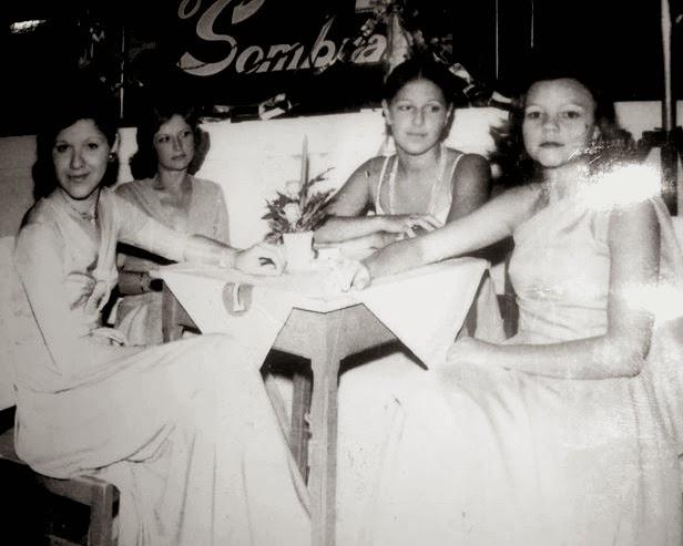 Anos 70: jovens no Baile do Sombras na Filarmônica.
