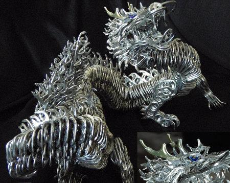 dragón hecho con anillas o aros para abrir latas de alumnio