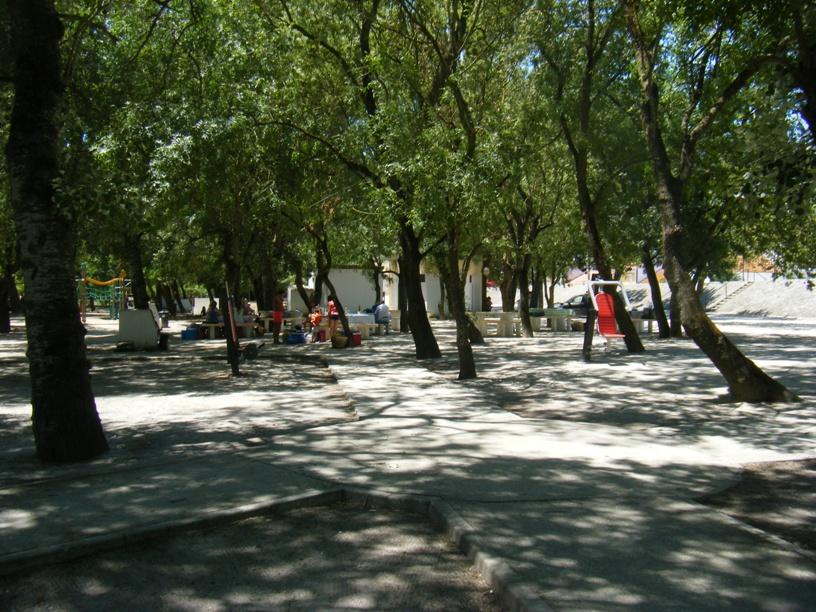 Zona desportiva e parque de merendas
