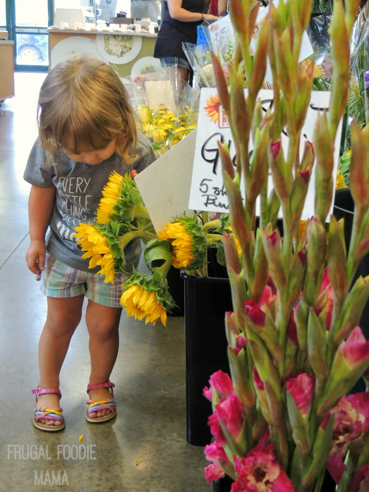 Family Friendly Travel in Columbus, OH- North Market via thefrugalfoodiemama.com