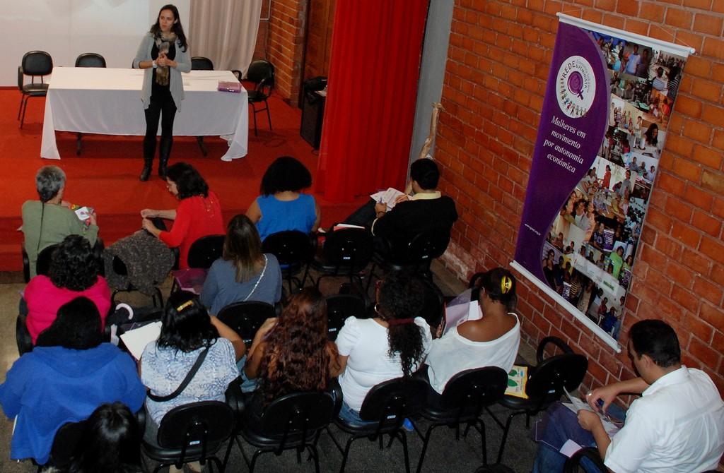 Representantes de empreendimentos solidários de Teresópolis e do Rio de Janeiro reunidos no Encontro Estadual da Rede de Economia Solidária e Feminista