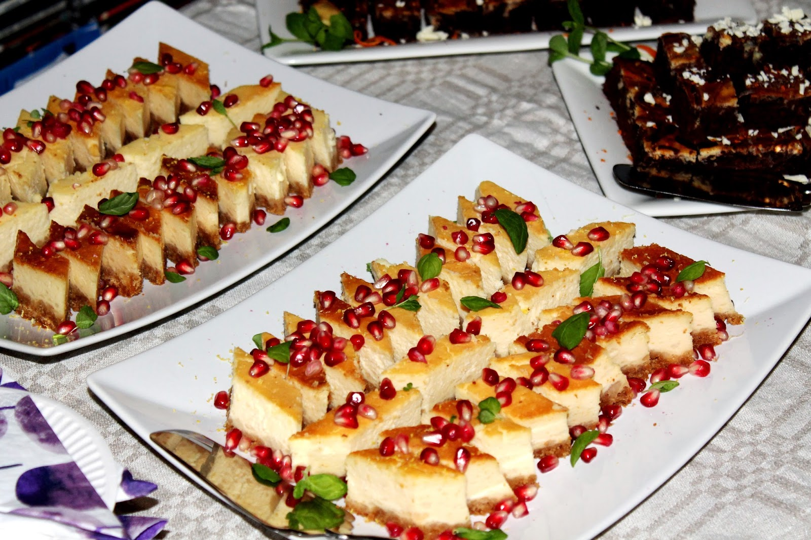 beautiful party food presentation, cheesecake
