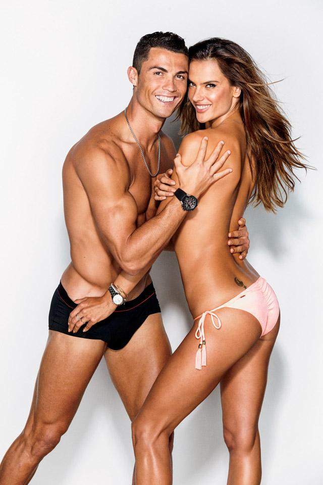 Cristiano Ronaldo e Alessandra Ambrósio em pose sensual. Foto: Ben Watt