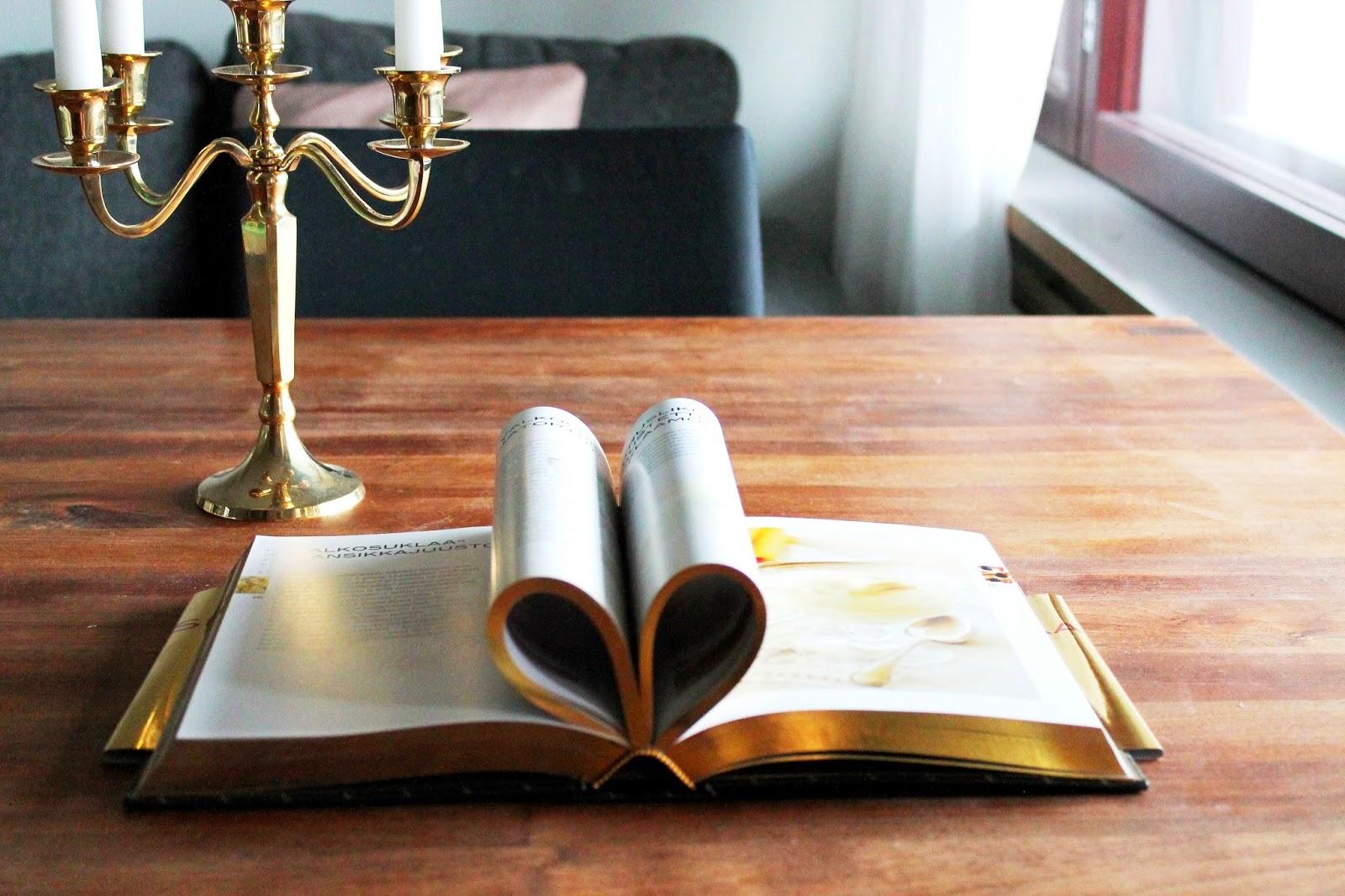 I just luv my Chocolate golden edition recipe bok   Alinan kotona blog #books #booklover #gold #heart