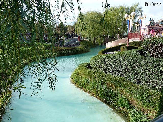 Vu sur la rivière, près d'Alice aux pays des merveilles.