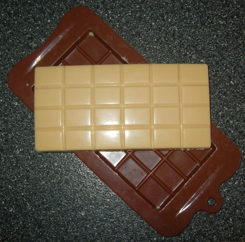 Finished White chocolate bar.