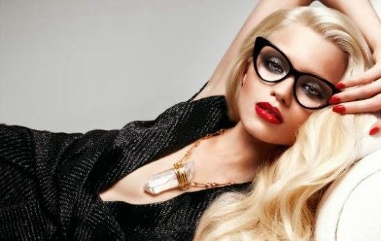 Segundo o designer e esteta ótico Francisco Ventura, 90% das pessoas  compram óculos de grau de tamanho errado. O ideal é experimentar vários  modelos, ... d9309eada4