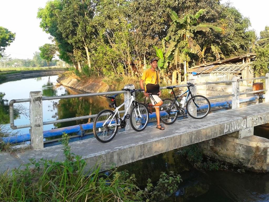 Jembatan kecil penyebrang selokan mataram