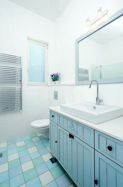 Warna Biru Untuk Kamar Mandi Minimalis | Sumber Gambar : Houzz.com