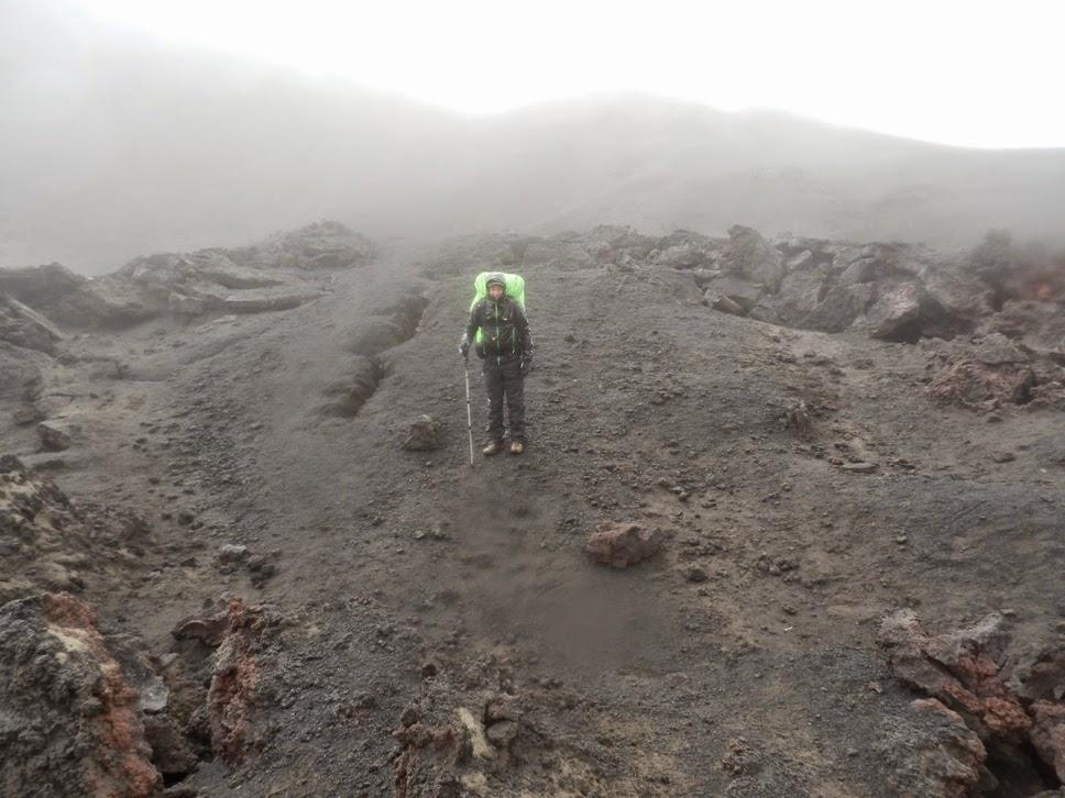 Lipe-en-medio-de-la-lava-expulsada-por-el-volcán-Eyafjallajökull
