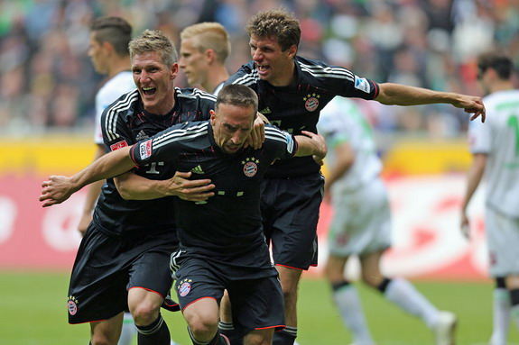 Bayern Munich player Franck Ribry celebrates after scoring the equalizer against Mnchengladbach