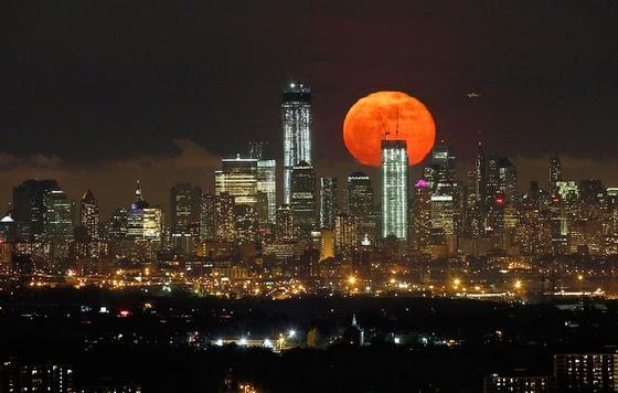 17 Foto Gambar Menarik Fenomena Gerhana Bulan Berdarah Dari Serata Dunia