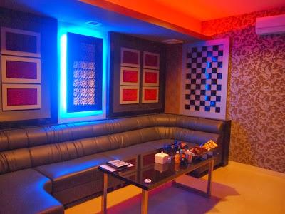 Tempat Karaoke Keluarga Hello Family Small Room