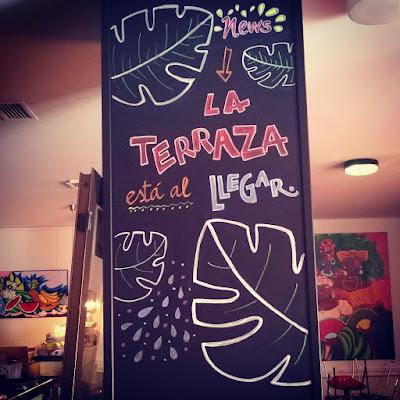 Pizarra Decoración bar restaurante lettering económico la esposa del embajador