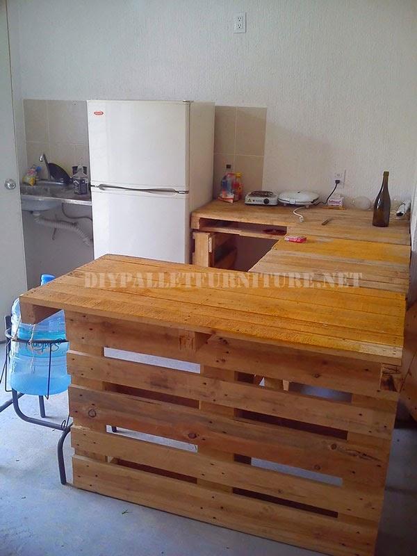 Casa amueblada con palets for Muebles con tarimas para cocina