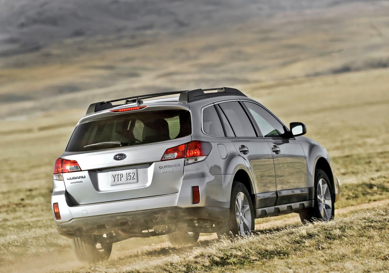 Rear 3/4 view of 2014 Subaru Outback
