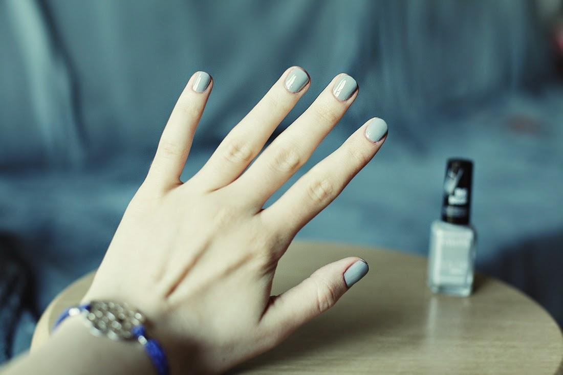 Najlepszy i najtrwalszy lakier do paznokci ever, Eveline Colour Instant nr. 921, blog, lakier do paznokci, eveline, szary