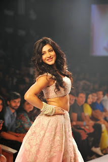 Shruti Han Showstopper at LFW 2014 (9).jpg