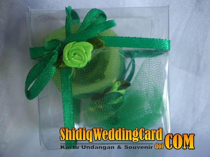 http://www.shidiqweddingcard.com/2014/02/souvenir-lilin.html