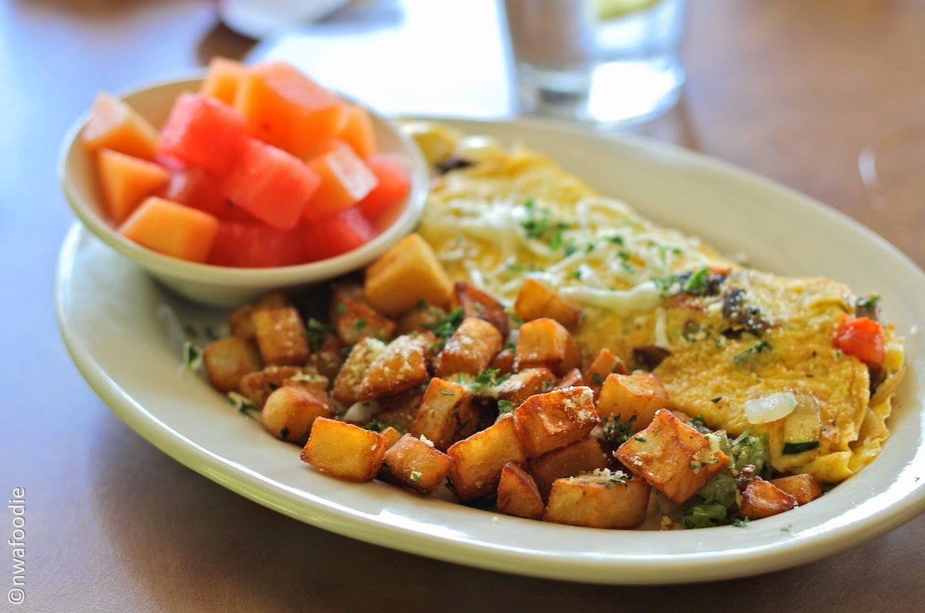 Cafe Amici Bella Vista Country Club veggie omelet (c)nwafoodie