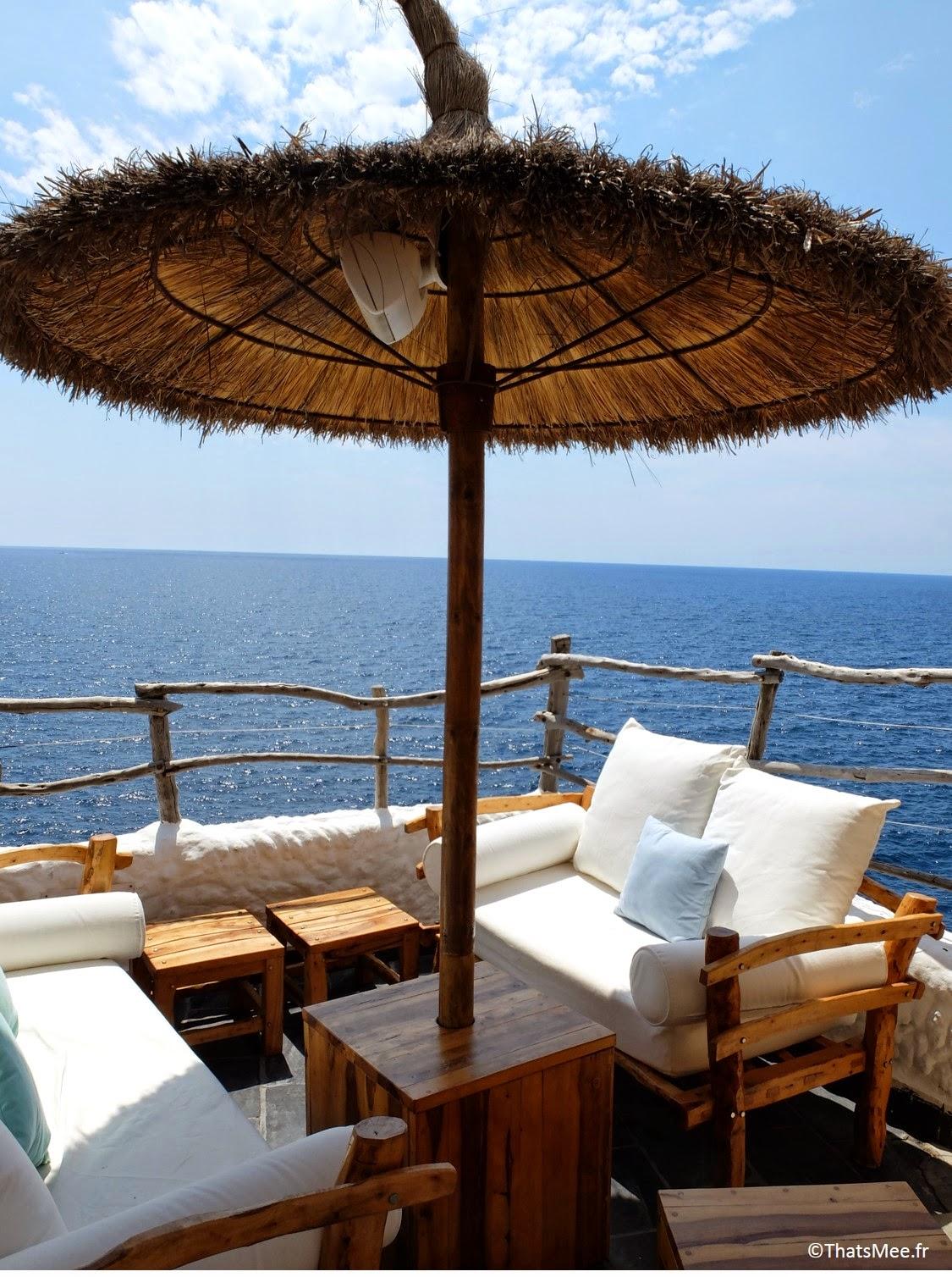 salon d'été bar club accroché à la falaise Cova D'En Xoroi, Minorque Menorca,
