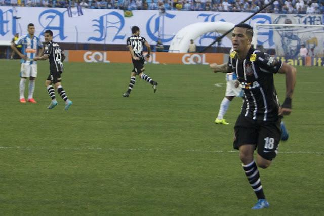 Com cinco gols em três jogos seguidos, Luciano transforma-se em principal arma ofensiva alvinegra (Foto: Ricardo Taves/Ag. Corinthians)