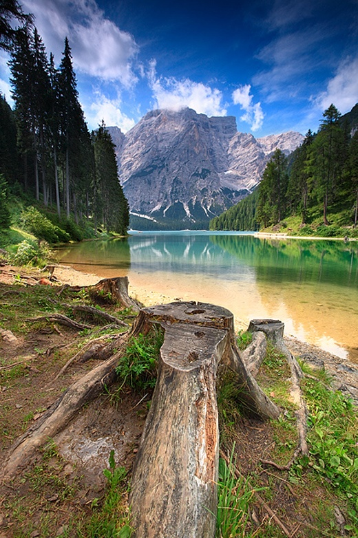 No1 amazing things lake braies dolomiti italy for Where are the dolomites located in italy