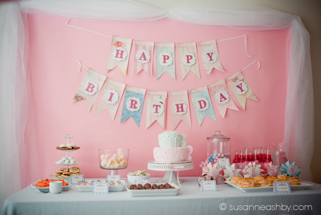 http://3.bp.blogspot.com/-Bq8F2aH4VIc/TcD1jznxtSI/AAAAAAAANNo/39foB3M8WnY/s1600/american-girl-party-doll-birthday-pink-blue-dessert-table-cake-cookies-.jpg