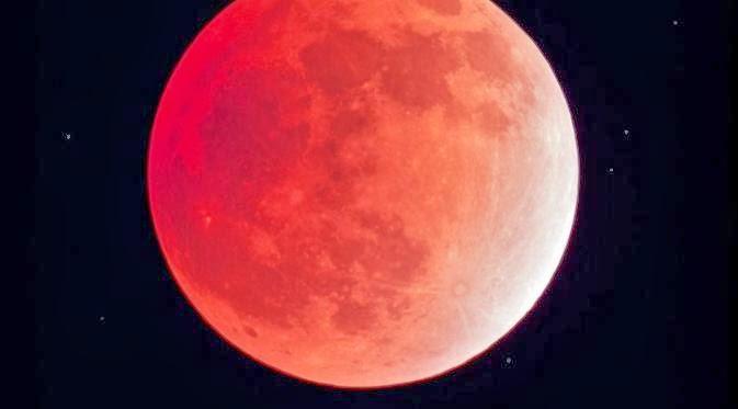 15 April 2014 Dunia Akan Kiamat, Bulan Berwana Merah Darah