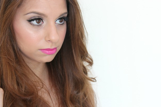 black-eyeliner-and-pink-lipstick