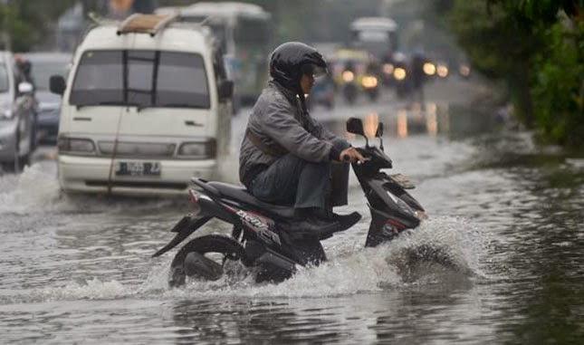 Perawatan Motor Matic di Musim Hujan motroad