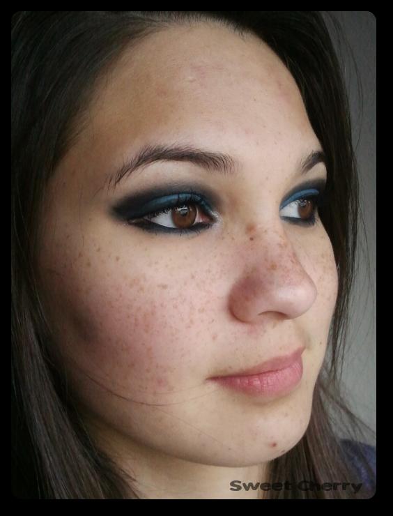 Amu sultry thursday blue smokey eye sweet cherry for Smokey eyes blau