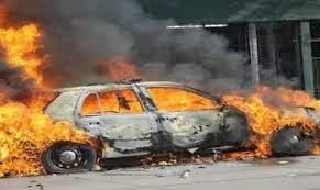 مجهولون يشعلون النيران سيارة ضابط