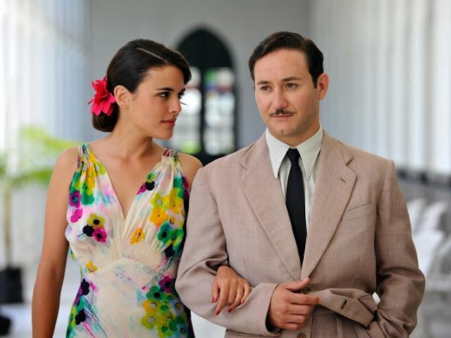 Sira Quiroga vestido fiesta flores con Félix. El tiempo entre costuras. Capítulo 6.