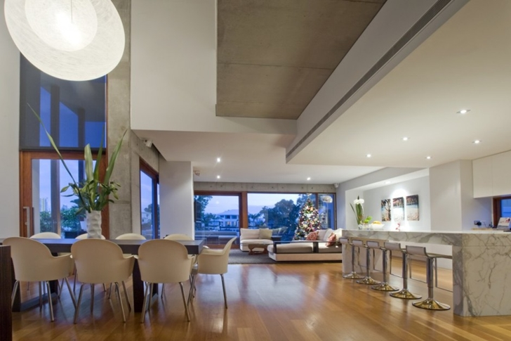Dining and living room of Modern house at Amalfi Drive by BGD Architects