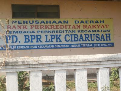 BPR LPK  Cibarusah berada di komplek Kantor Kecamatan Cibarusah, Kantor Kecamatan Cibarusah saat ini sedang di renovasi, Kantor kecamatan Cibarusah berada di kampung Loji Pasar lama Cibarusah