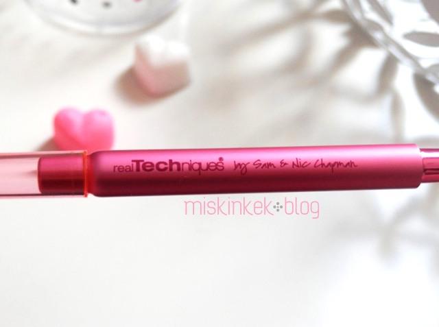 real-techniques-retractable-lip-brush-makyaj-fircasi