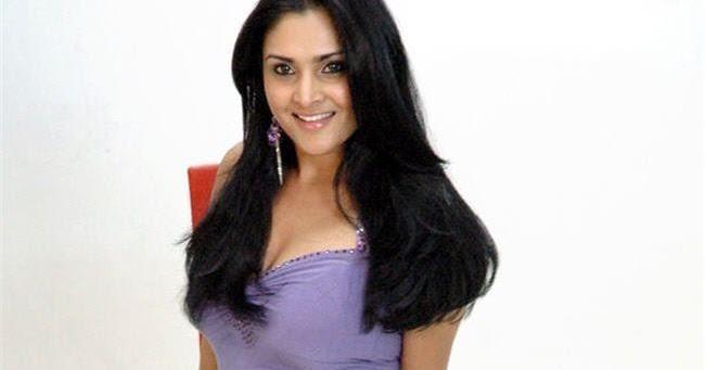 INDIAN ACTRESS: Divya Spandana Boobs Out Deep Cleavage