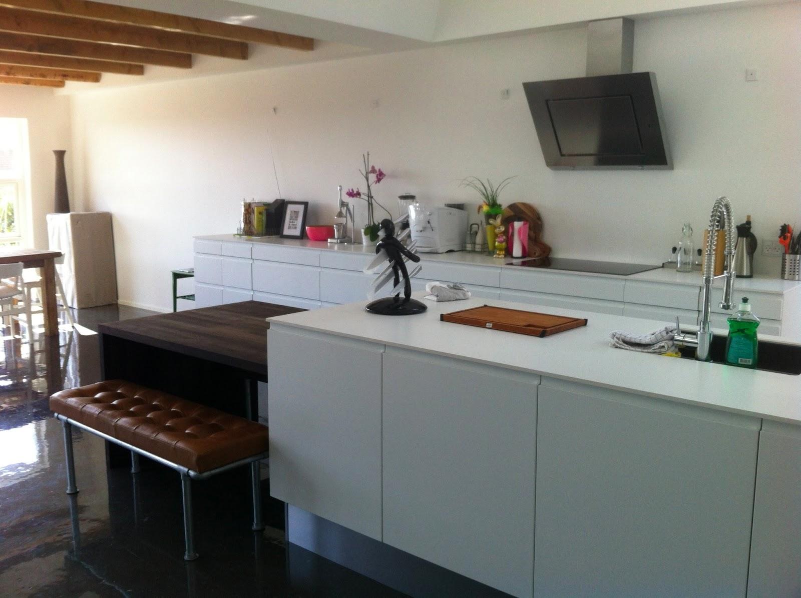 Visitamos una casa danesa con la cocina integrada en la for Cocina integrada
