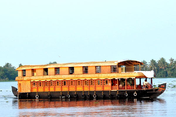 FOUR BEDROOM HOUSEBOAT ALLEPPEY KERALA