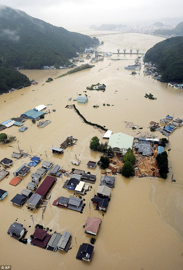 Suasana akibat serangan Taufan Talas di Jepun
