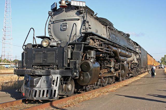 Gambar Kereta Api Lokomotif Uap Union Pacific Challenger 4-6-6-4 3985 02