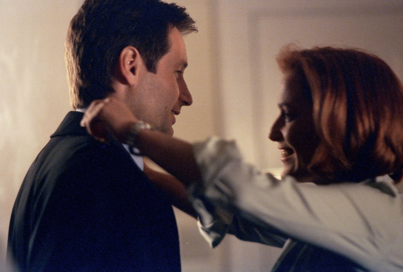 http://3.bp.blogspot.com/-Brf2pCzjOJI/TXB4Eef35cI/AAAAAAAAARg/ypc2McOysp0/s1600/Mulder-and-Scully-mulder-and-scully-8404183-2560-1729.jpg