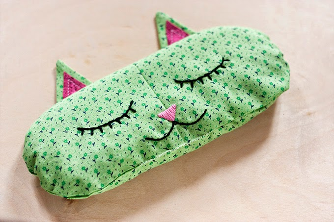 http://adventures-in-making.com/diy-aromatherapy-cat-nap-eye-pillows/
