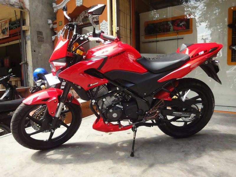 Honda CB150R Streetfire title=