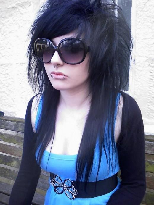 http://3.bp.blogspot.com/-BsIySoPILUQ/TZWrlL5k-xI/AAAAAAAAAFQ/UVJca5z4AOA/s1600/how-to-style-emo-hair-a.jpg