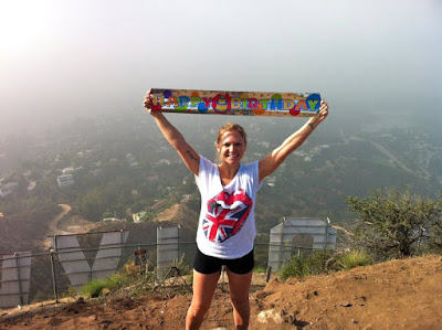 Hiking the hollywood sign thebrighterwriter.blogspot.com #California