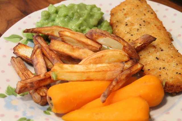 fish in batter with homemade chips, carrots & mushy peas