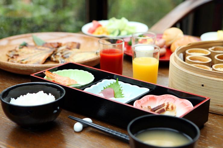 アンダの朝食もボリューム満点。貴方は朝食は和食派?洋食派?アンダの朝食は和洋織り交ぜたセミバイキング方式でお好みのものをお召し上がり頂けます。